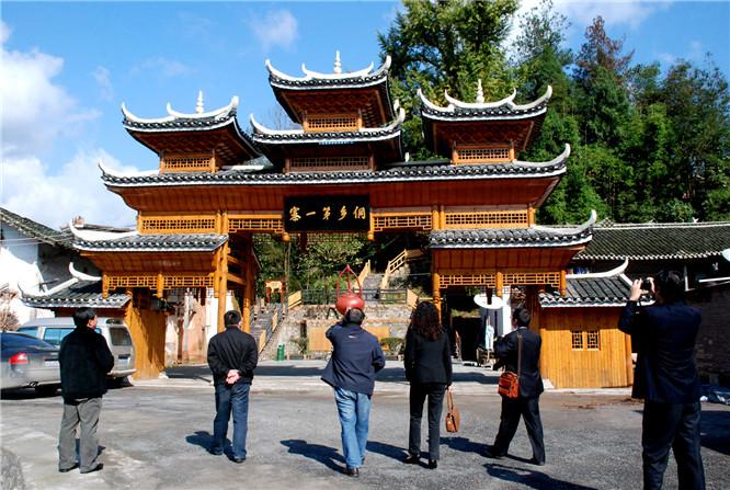 湖北恩施最美乡村旅游——枫香坡侗族风情寨